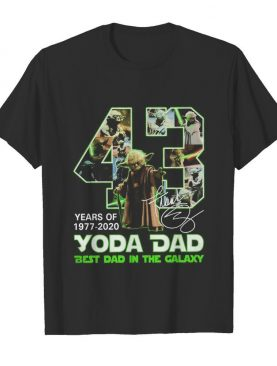 Yoda Dad 43 years of 1977 2020 best Dad in the Galaxy signature shirt